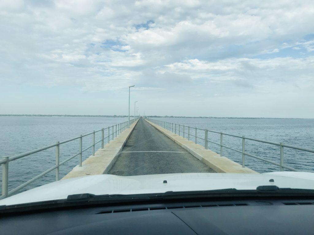 Brücke zu Ilha de Mocambique bei Tag
