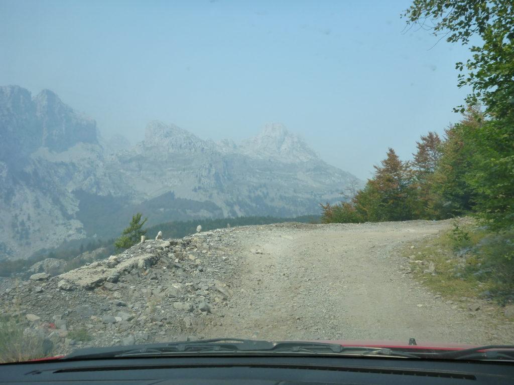 Bergstrasse nach Theth