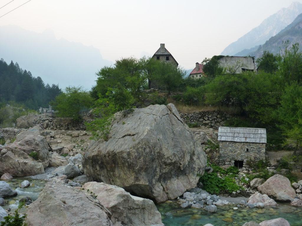 Theth am Bergfluss