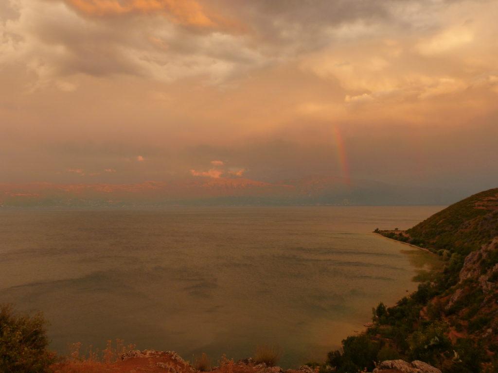 Regenbogen über dem Ohridsee