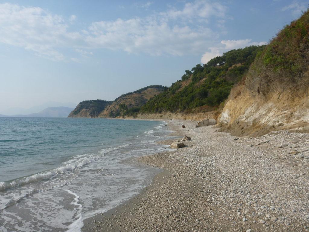einsamer Strand in Albanien