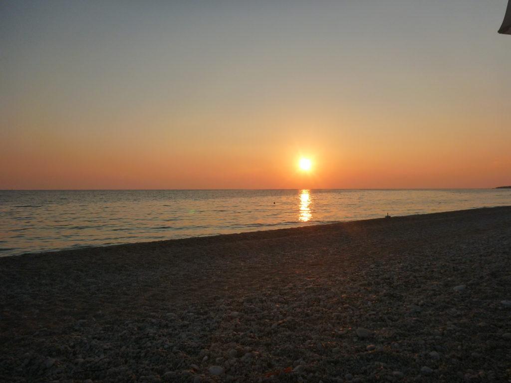 Sonnenuntergang an der Adriaküste Albaniens - eis dern Albanien Tipps