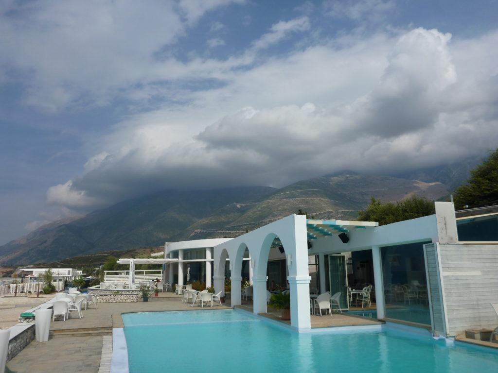 Der Pool von Drymades Hotel und Bungalows