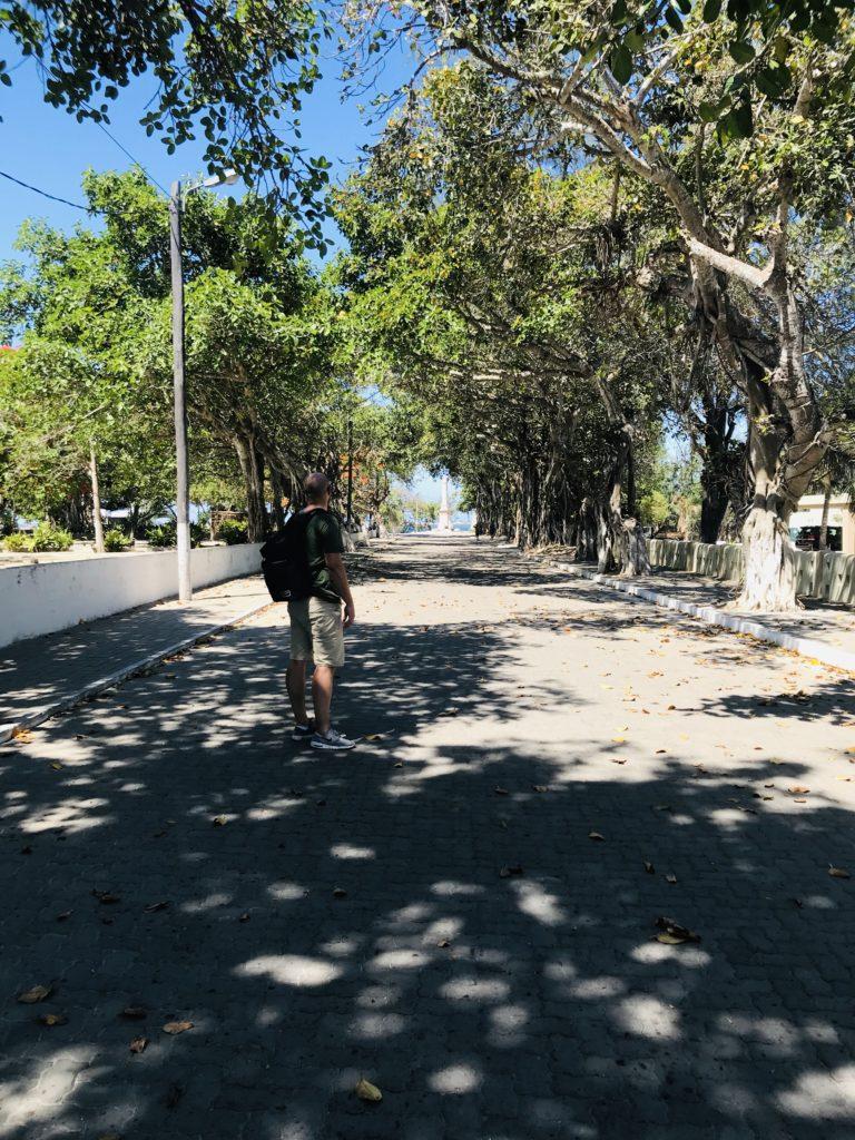 Alex auf dem Spaziergang durch Ilha de Moçambique