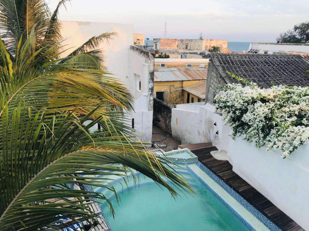 Der Pool von Cafe Central auf Ilha de Moçambique