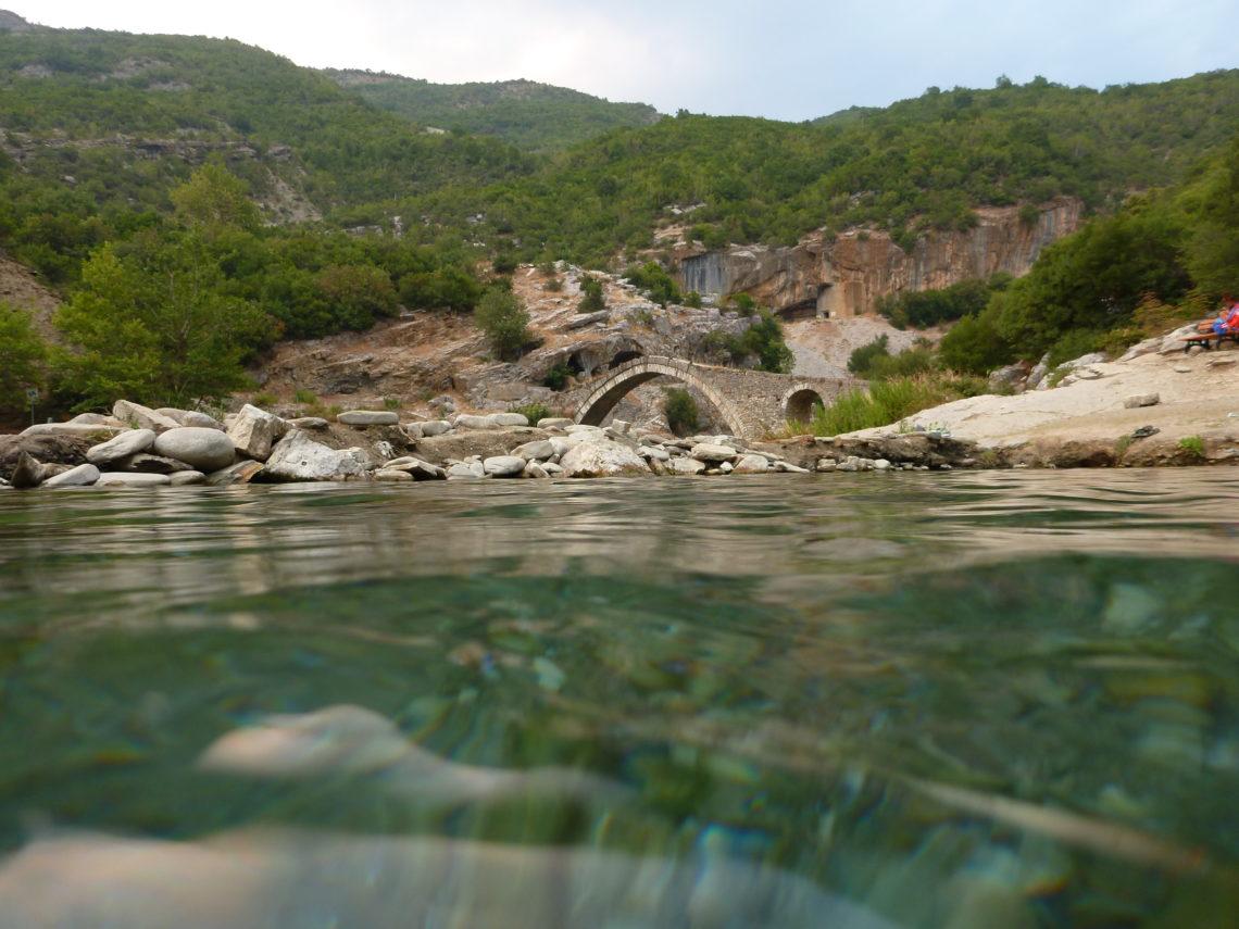 Brücke bei Benja Thermalquellen -Albanien Tipps für den Roadtrip