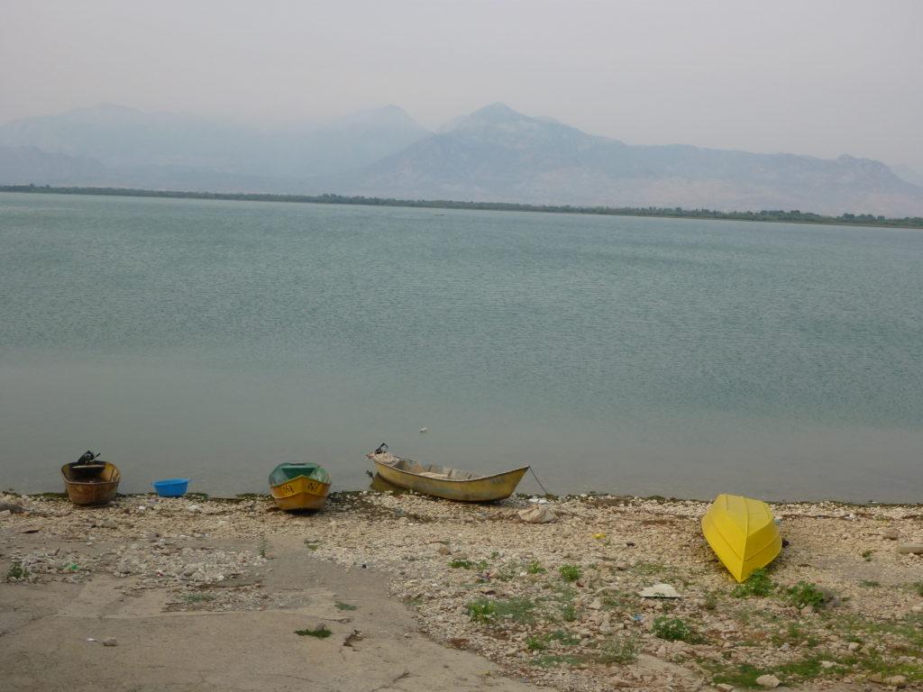 Fischerboote vor dem Skutarisee