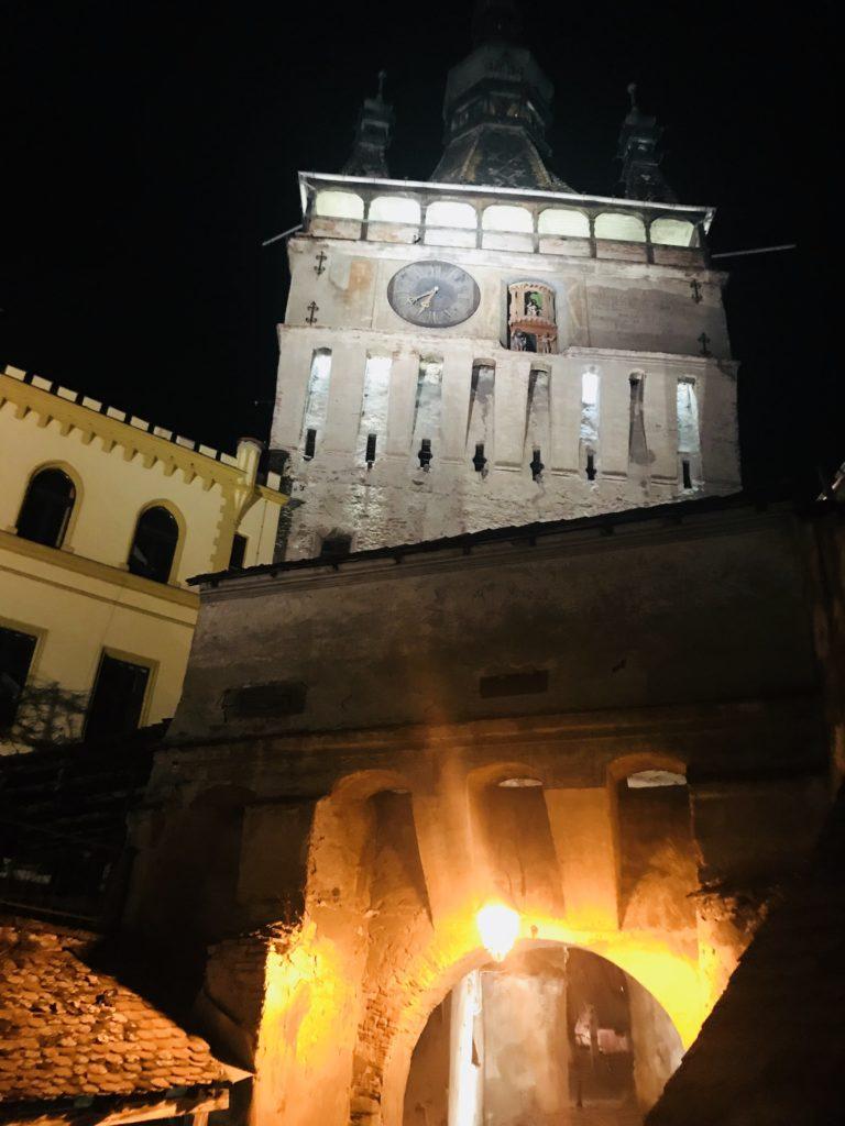 Der Stundturm von Schäßburg bei Nacht