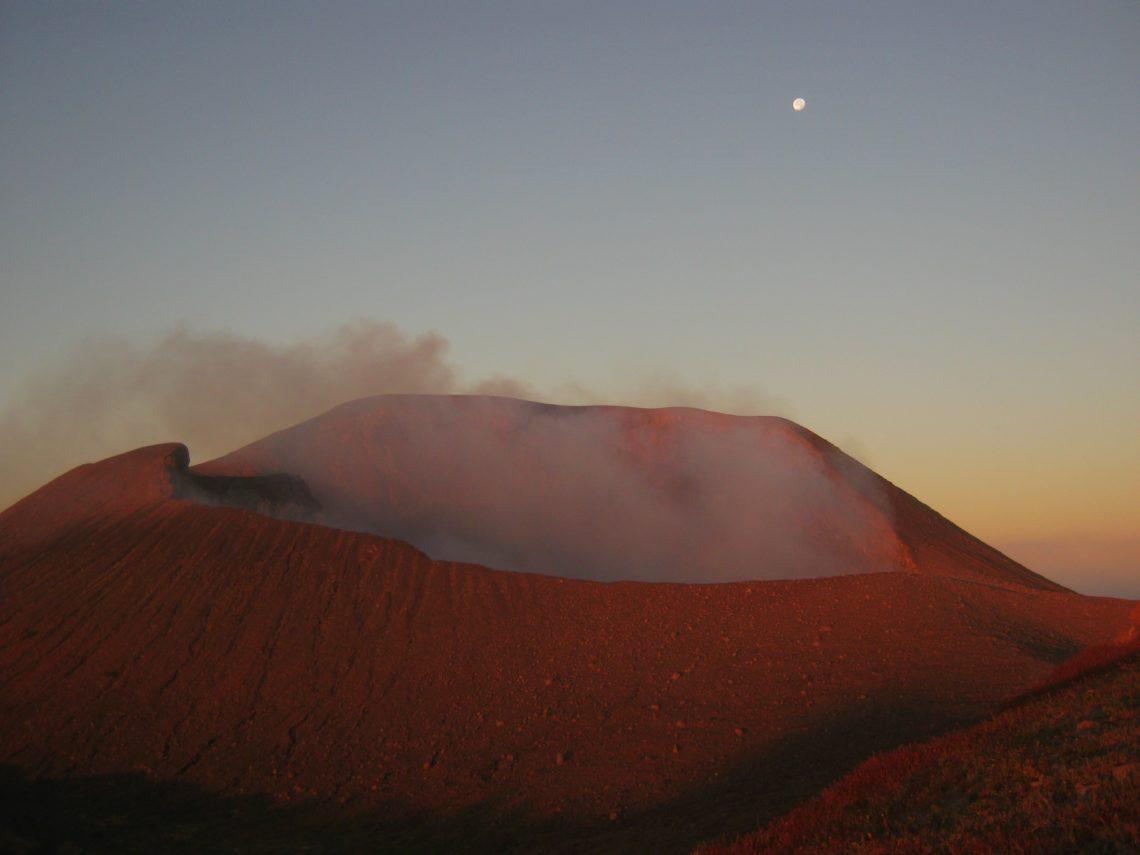 Vulkan Telica bei Leon, Nicaragua bei Sonnenaufgang