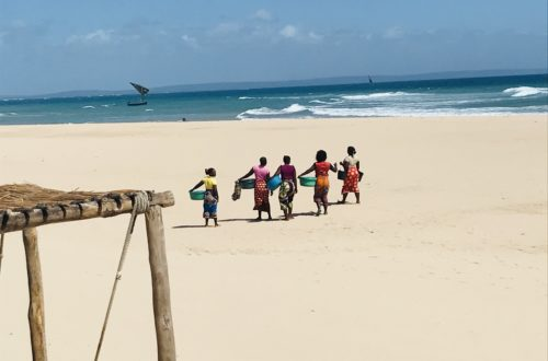 Frauen auf Barra Beach